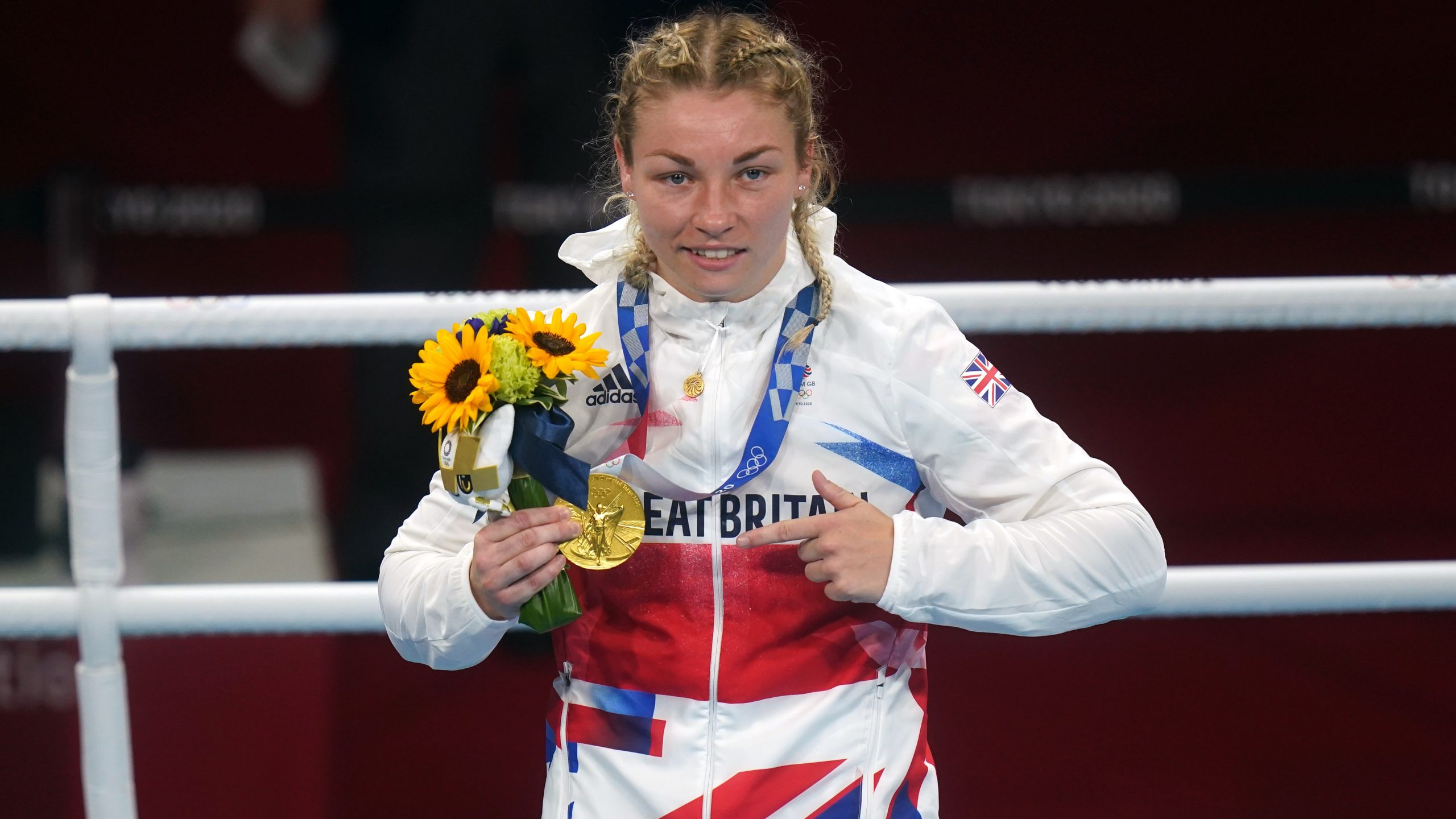 Tokyo 2020: Team GB's Lauren Price wins boxing gold in women's middleweight final   ITV News