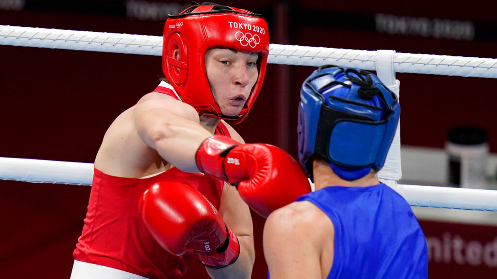 Lauren Price to fight for an Olympic gold medal after winning middleweight semi-final | Boxing News | Sky Sports