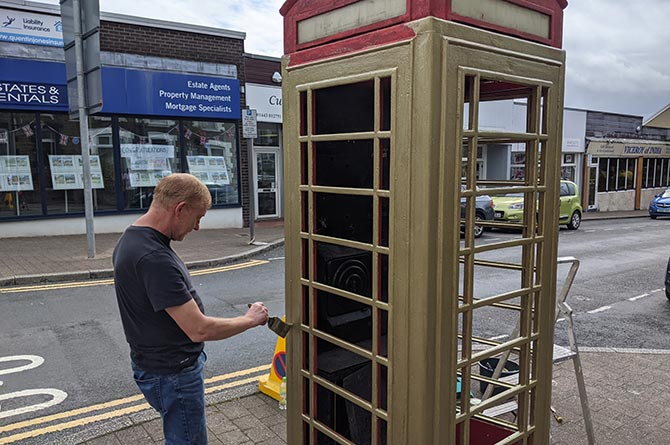 Ystrad Mynach phone box painted gold in homage to boxer Lauren Price