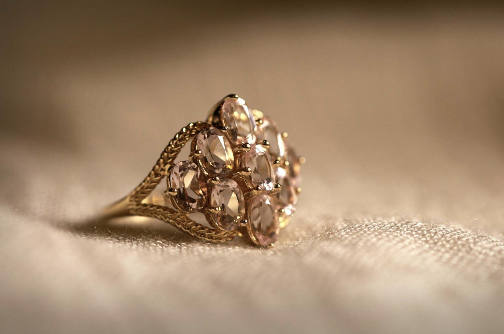How to Choose Gold vs Silver vs Platinum Jewelry - IMC Grupo